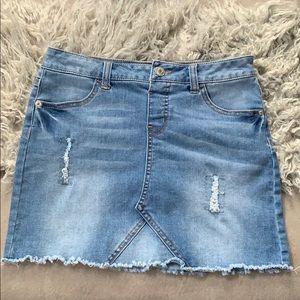 Destructed demin skirt